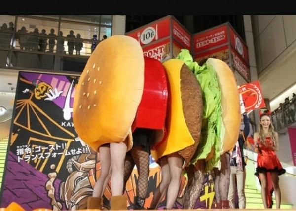 川崎ハロウィンで優勝したハンバーガーの仮装