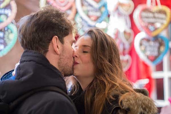 唇にキスする意味と男性心理