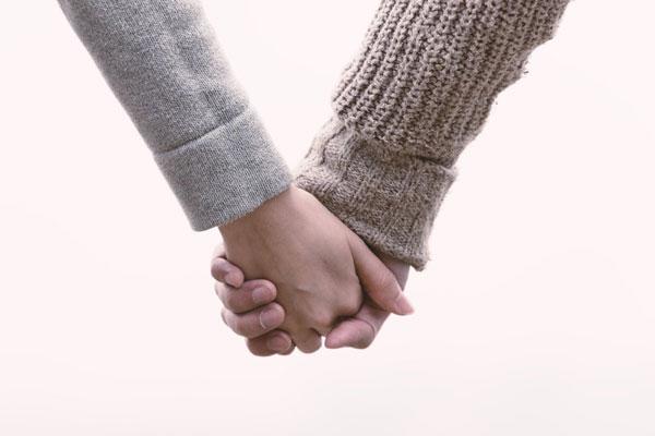 初デートで彼と手をつなぐ方法