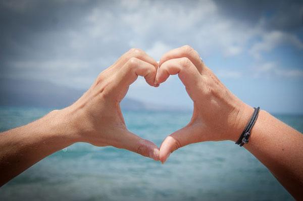 恋人関係との違いは愛