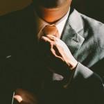 年上男性の脈あり態度と行動!年下女性への好意のサイン【6つ】