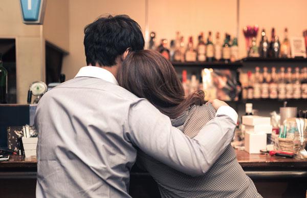 彼氏は浮気で残業と飲み会と出張が増える