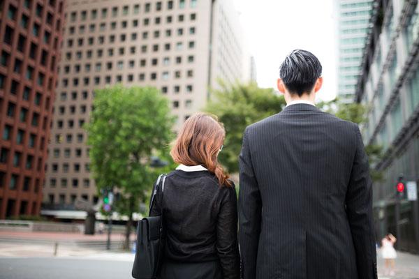 職場の片思いで気まずい関係から抜け出す方法