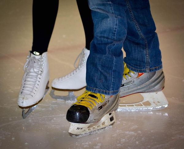 クリスマスデートにオススメのスケートリンクデート