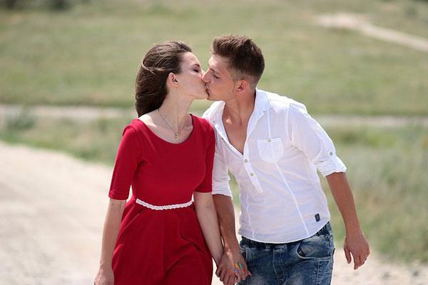 男性がキスしたくなる女性とキスしたくなる瞬間