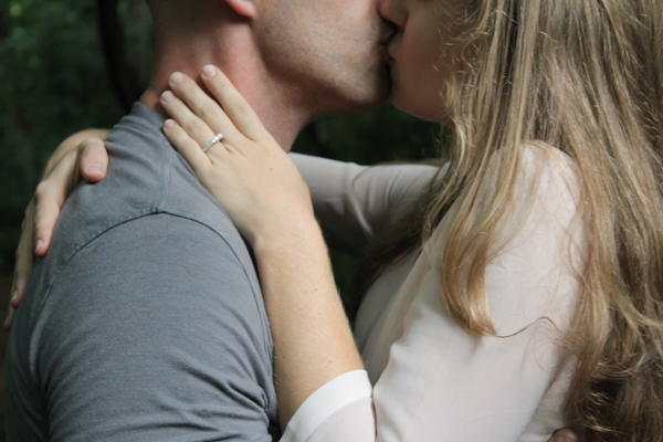 忘れられないキスと忘れたいキスの思い出エピソード【9選】
