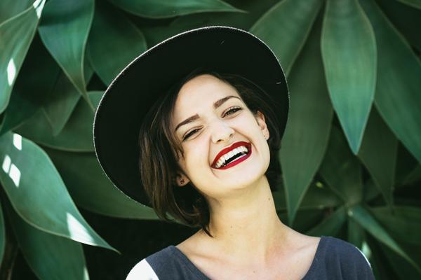 女性の笑顔に惹かれる男性心理